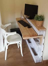 construire un bureau en bois chambre bureau en palette fabriquer un bureau en palette recycler