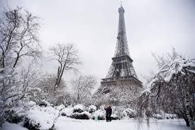 eifel tower eiffel tower closes as heavy snowfall brings paris to a standstill