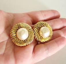 1970s earrings best 25 chanel pearl earrings ideas on vintage chanel