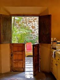Bathrooms In Spanish by Southwestern Style Living Room Under Spanish Style Bathroom Tile