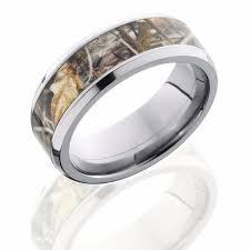 shotgun wedding ring titanium 8mm beveled band with 5mm of realtree max4 camo camo