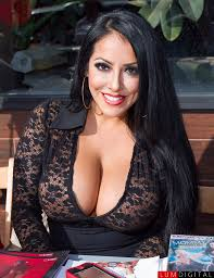 attractive middle aged women dark hair rascal pick busty chicks ii pinterest boobs brunettes and big