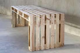 fabriquer un bureau en palette construire une grande table en utilisant seulement 4 palettesmeuble