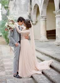 brautkleider mit langer schleppe und schleier rosa brautkleid für einen ösen hochzeits look archzine net