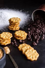 idiot proof 5 ingredient puppy chow ritz cracker cookies