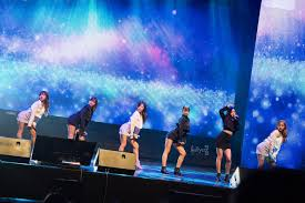 cover apink gifts fans a memorable time at pink aurora asia tour