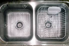 Double Bowl Kitchen Sink With White Mats And Dish Drainer Stock - Kitchen sink plate drainer