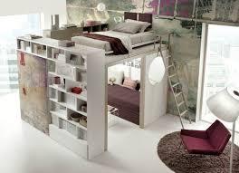 hochbett mit schreibtisch und sofa hochbett im zimmer moderne einrichtungsideen tumidei