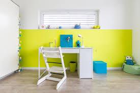 jeux bureau la salle de jeux des enfants avec le bureau image stock image du