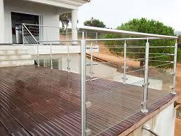 terrasse suspendue en bois garde fou 3 cables et verre sur une terrasse bois