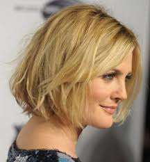 cute medium short hairstyles for women with side bangs for fine