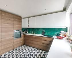 wohnideen terrakottafliesen offene küchen mit küchenrückwand aus terrakottafliesen ideen bilder