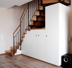 einbauschrank unter treppe stauraum unter treppe schreinerei holzdesign rapp geisingen