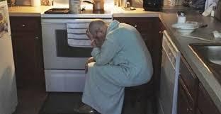 maman baise en cuisine ce mari voit sa mère épuisée dans la cuisine cœur se