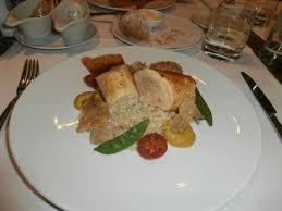 et sa cuisine roulades de poulet farci et sa garniture de légumes picture of