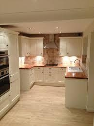 Best Flooring For Kitchens by Best 25 Laminate Flooring In Kitchen Ideas Only On Pinterest