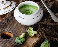 cuisiner le brocolis marmiton velouté de brocolis recette de velouté de brocolis marmiton