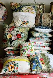Shabby Chic Cushions Uk by Best 25 Floral Cushions Ideas On Pinterest Floral Pillows