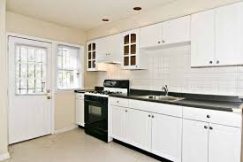 Pictures Of Kitchens With White Cabinets And Black Countertops Pictures Of Kitchens With White Cabinets And Black Countertops