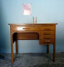 petit bureau ancien petit bureau vintage des ées 60 brocante meubles