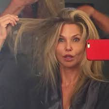 christie brinkley stuns without makeup abc news