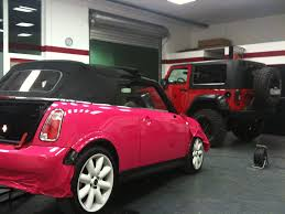 pink mini cooper mini cooper s cabrio vollverklebung von rot auf pink folie statt