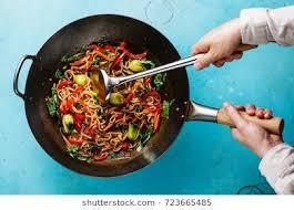 cuisiner wok wok ภาพ ภาพสต อก และเวกเตอร