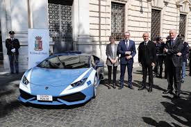 police lamborghini italian police gets a second lamborghini huracan because why not
