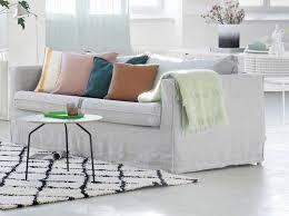 habiller un canapé leçon de déco relooker canapé sans le changer décoration