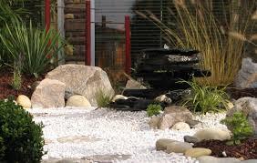 fontaine en pierre naturelle un muret en pierre naturelle dans votre jardin