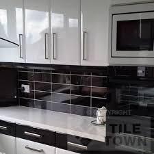 quarndon white kitchen wall this white coloured extra large metro