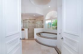 Traditional Bathtub Traditional Master Bathroom With Whirpool Bathtub U0026 Arched Window