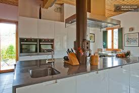 grande cuisine moderne cuisine moderne avec carrelage ancien photos de design d