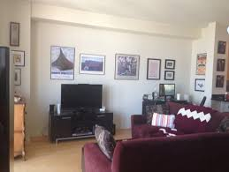 friend u0027s apartment help paint colors to compliment pinot noir couch