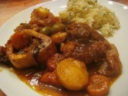cuisiner le jarret de boeuf jarret de boeuf braisé carottes et olives recette ptitchef