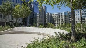 veolia siege granit beige cupa sur le jardin du nouveau siège social de