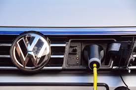 lexus is300h bik volkswagen passat gte review greencarguide co uk