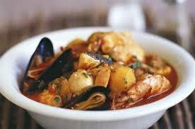 cuisiner des fruits de mer soupe de poisson et fruits de mer aux pommes de terres