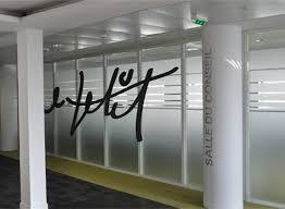 vitrophanie bureau vitrophanie de bureaux cloisons vitrées impression et découpe de