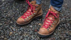 danner mountain light amazon editor s pick the danner boots reese witherspoon wears in wild