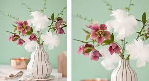 composition florale avec des roses ma composition florale avec des plumes prima