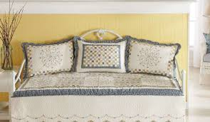 daybed m amazing daybed ensembles remarkable daybed comforter