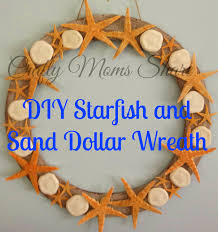 crafty moms share starfish and sand dollar wreath for a touch of