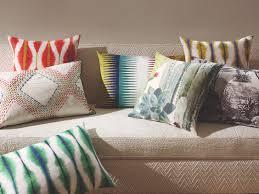 coussins de canapé coussins savoir mélanger les motifs coussin sur canapé