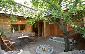 chambre d hote cabane dans les arbres cabane dans les arbres la cabane de ninon à entrechaux vaucluse
