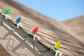 how to hang christmas lights on gutters delightful how to hang christmas lights on house 3 icicle lights