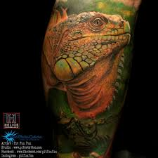 closed up realistic iguana tattoo done by pit fun instagram