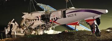 bureau enqu e avion crash à taïwan les deux moteurs de l avion étaient en panne lors