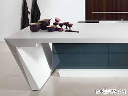 plan de travail design cuisine cuisine design gris et blanc avec plan de travail incliné