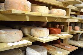 ardoise de fromage incursion dans les caves d u0027affinage de la maison lorho l u0027heure